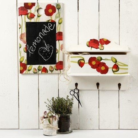 Tabla decorata cu decoupage - Vrei sa combini utilul cu placutul si in decoratiunile din bucatarie? Urmareste acesti pasi simpli pentru a obtine o minunata tabla de scris decorata cu tehnica decupajului. :)