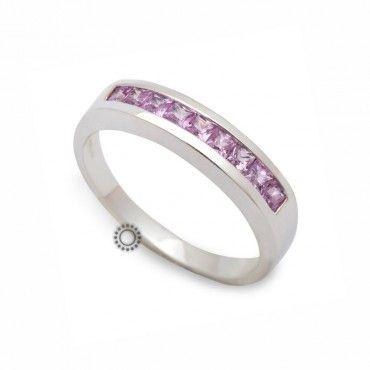 Μοντέρνο σειρέ δαχτυλίδι λευκόχρυσο Κ18 με ροζ καρέ ορυκτά ζαφείρια τοποθετημένα συρταρωτά στο δαχτυλίδι   Κόσμημα ΤΣΑΛΔΑΡΗΣ στο Χαλάνδρι #σειρε #ζαφείρι #λευκοχρυσο #δαχτυλίδι