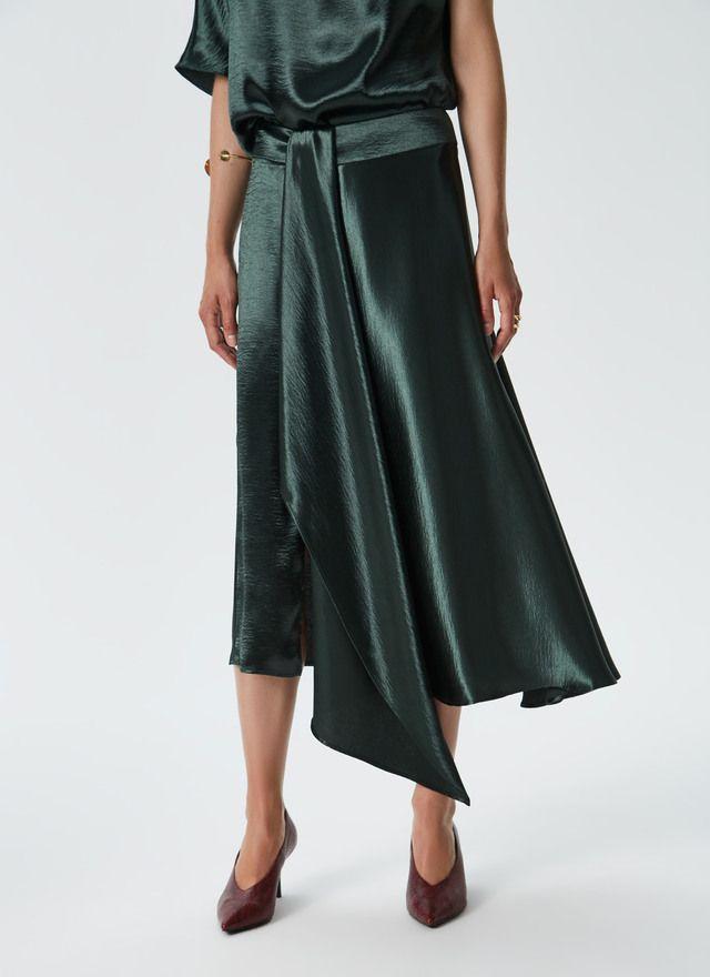 52d702a3 Falda midi en raso fluido Verde NEW IN frontal | AD Women's ...