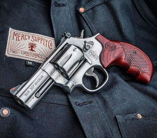 "armaswords: ""⠀⠀⠀⠀⠀⠀⠀⠀⠀⠀ ⠀⠀⠀⠀⠀⠀⠀⠀⠀⠀⠀⠀ Manufacturer: Smith & Wesson Mod. 686-3 Type - Tipo: Revolver Caliber - Calibre: 357 Magnum Capacity - Capacidade: 7 Rounds Barrel length - Comp.Cano: 3 Weight - Peso: 1043..."