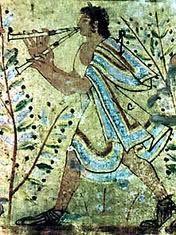 La tebenna: era una capa semicircular drapeada por encima del hombro izquierdo y que pasaba por debajo del brazo derecho, derivada de la clamide griega e inspiro la toga romana.