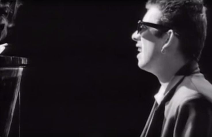 The Pogues Featuring Kirsty MacColl -  Fairytale Of New York (Official V...
