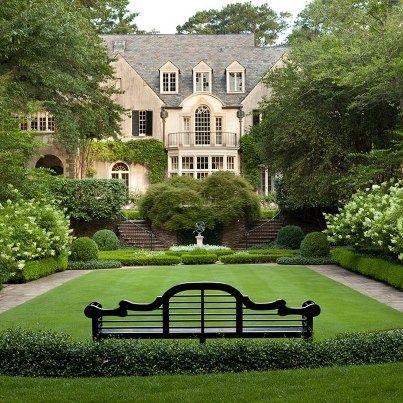 banco en jardín