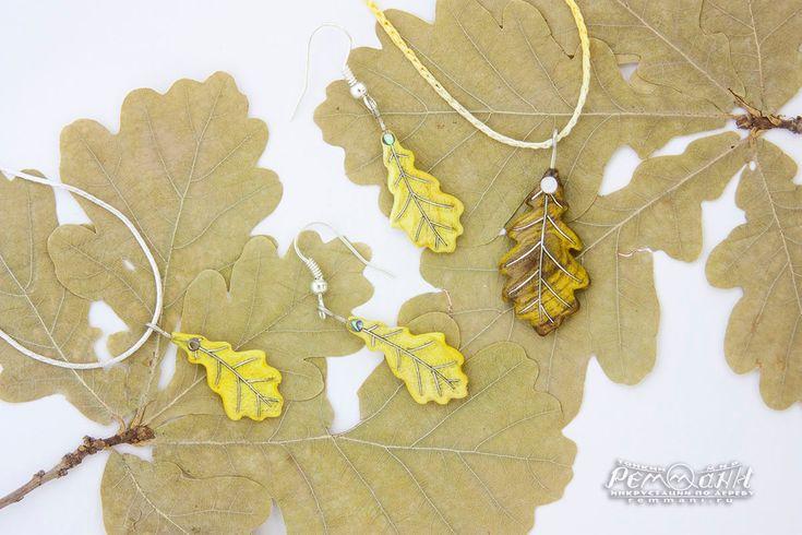 Украшения - дубовые листики из барбариса. Комплект дубовых листиков из ярко-жёлтого конфетного дерева: это его натуральный природный цвет ;) Небольшие украшения уникальны по-своему: для них была выбрана ярко-жёлтая древесина без вкраплений коричневатого цвета. А это и для барбариса большая редкость! #яркие #краски #осени #реммани #remmani #инкрустация #по #дереву #всечка #inlay #wood #pearl #перламутр #дубовыйлист #oakleaf #oak #дуб #резной #резьба #кулон #pendant #серьги #earrings
