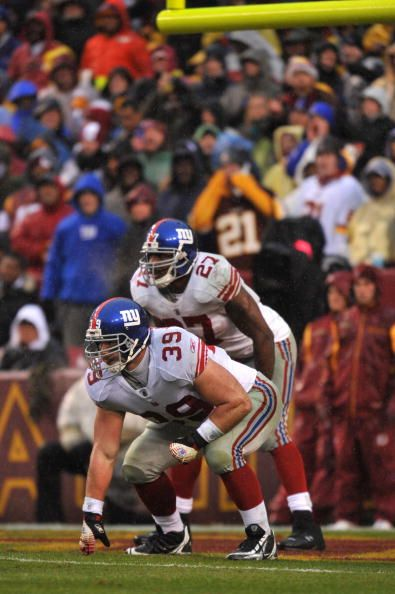 madison-hedgecock-of-the-new-york-giants-defends-against-the-at-on-picture-id83888609 (395×594)