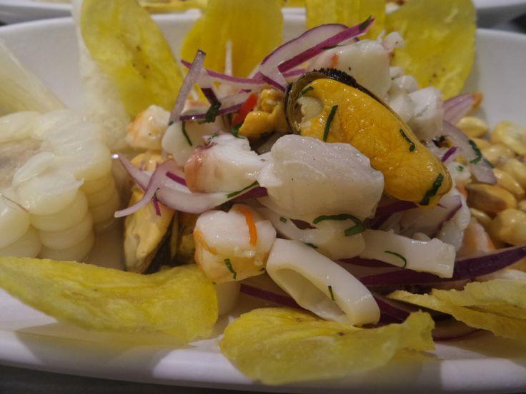 Ceviche de marisco y corvina en Kinua Perú Food.