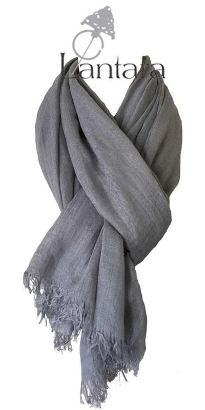 Deze shawls zijn een mix van wol en katoen waardoor ze lekker warm en zacht zijn. Bestel de shawl voor 24 december 2016 en ontvang 10% korting wanneer je gebruik maakt van de kortingscode TALISMAN bij het afrekenen.