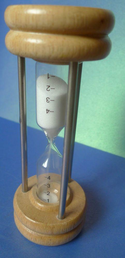 4 Minutes Hourglass Sand Timer Clock Wooden Metal Sandglass Watch Decor Souvenir