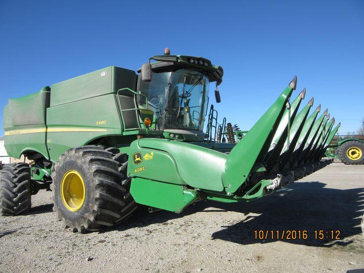 400hp bushel John Deere S680 with  8 row 608C  corn head