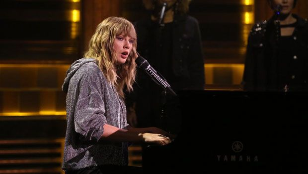 Taylor Swift Debuts Breathtaking Performance Of 'New Year's Day' On 'The Tonight Show' https://tmbw.news/taylor-swift-debuts-breathtaking-performance-of-new-years-day-on-the-tonight-show  Are you ready for it? Taylor Swift sure was and performed her breathtaking new ballad 'New Year's Day' for the very first time on 'The Tonight Show' Nov. 13. We've got the video of her brilliant appearance, right here.What a thrill! The Tonight Show didn't list a musical act for their Nov. 13 episode and…