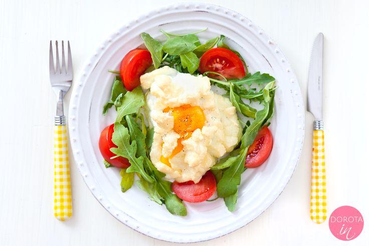 Jajko na chmurce czyli przepis na nietypowe jajko na śniadanie - trochę jak omlet, trochę jak sadzone :).  http://DOROTA.iN/jajko-na-chmurce/  #food #kuchnia #przepis #sniadanie #jajka