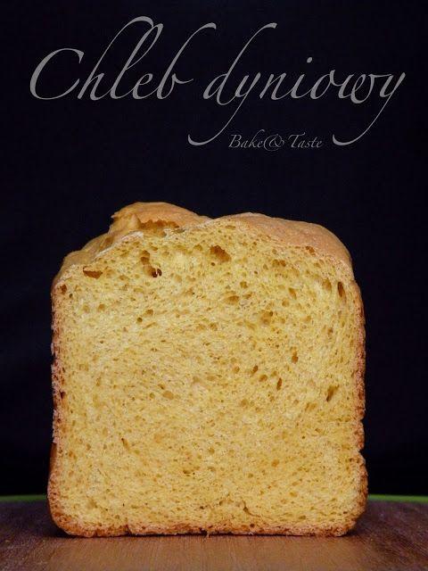 Chleb dyniowy      500 g mąki pszennej chlebowej (typ 450)     1 łyżeczka suszonych drożdży     szczypta soli     1 łyżka cukru trzcinowego      100 ml letniego mleka     1 szklanka puree z dyni (250 ml to akurat 250 g)     1/4 szklanki oleju rzepakowego