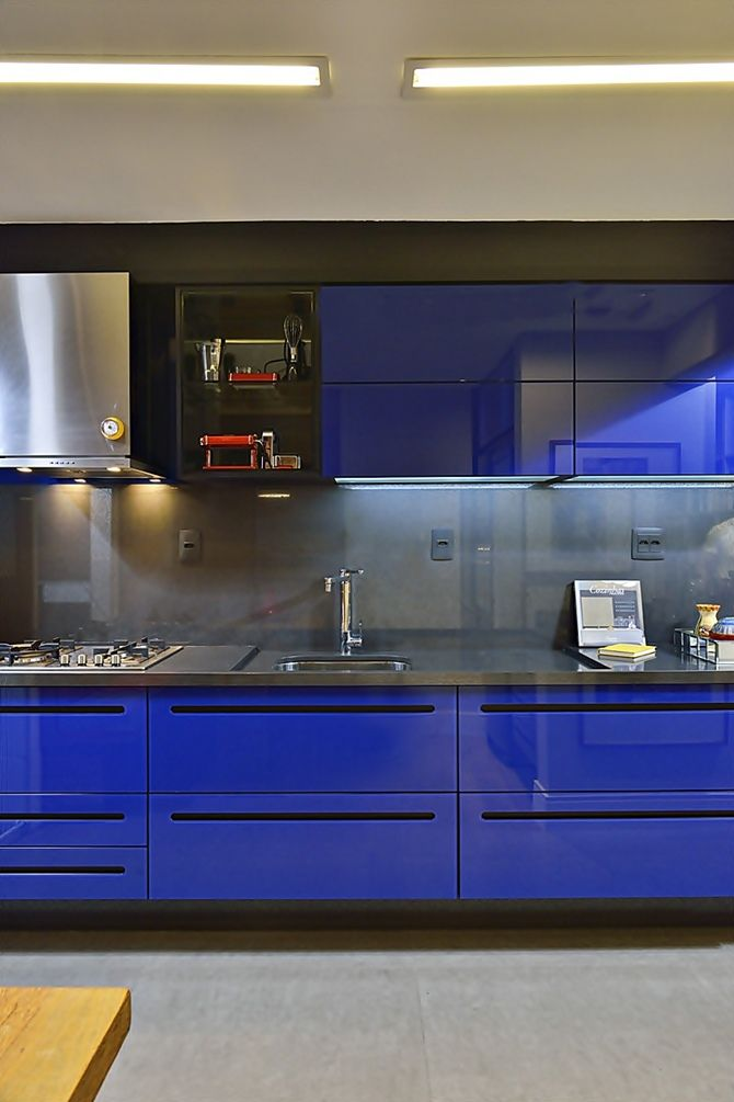 Modern Kitchen in blue.