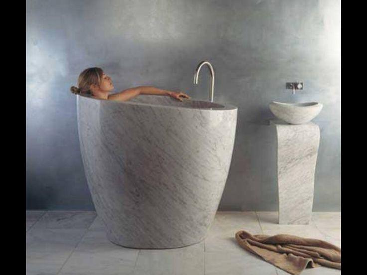 Une baignoire petits espaces salle de bain pinterest for Baignoire petits espaces