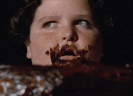 Denk je aan de film 'Matilda' dan denk je waarschijnlijk ook al gauw aan die monsterlijke chocoladetaart. Benieuwd hoe je die maakt? Zo!