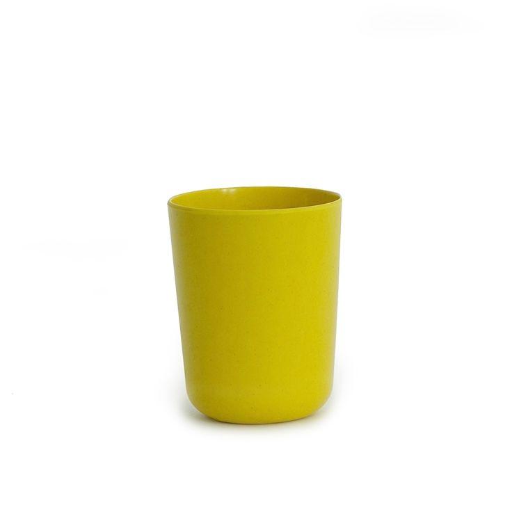 Le porte-brosse à dents Baño, fait à partir de fibre de bambou, offre une alternative aux plastiques traditionnels ou aux accessoires de bain fragiles. Il peut contenir plusieurs brosses à dents, et a été fait pour créer un ensemble avec le porte-savon, le bac de stockage, et la poubelle. Muni de lignes modernes et d'un fini satiné, il est disponible en 5 couleurs certaines de ravir toute la famille.  Design: Anne & Thibaud Klepper pour [by EKOBO] € 5.00