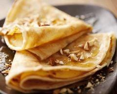 Crêpes au caramel au beurre salé et noix de pécan - Une recette CuisineAZ