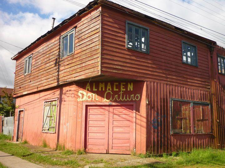 El almacen del barrio, cerrado a la hora de almuerzo #Valdivia #Chile