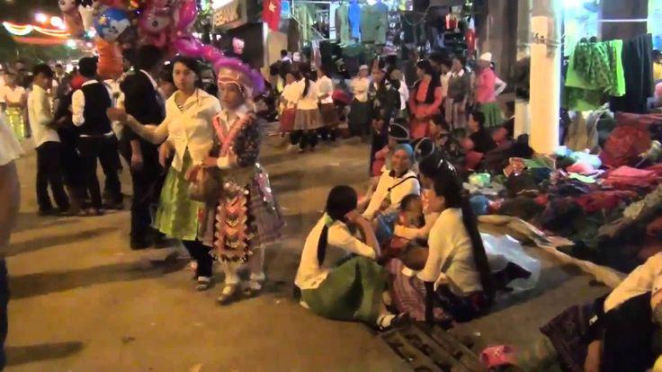 Đêm chợ tình dân tộc Mông ở Mộc Châu (1)