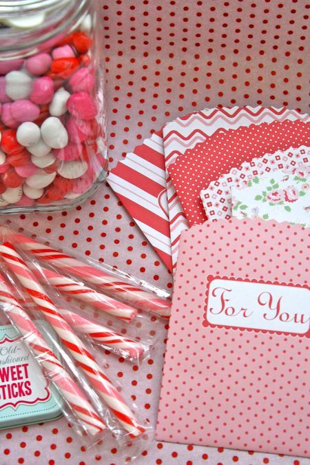 Treat bags printable ... I have made these 2 years in a row now! LOVE them! ~Farm Chicks: Valentines Ideas, Candy Bags, Gifts Bags, Treats Bags, Goodies Bags, Sweet Treats, Valentines Day, Free Printable, Valentines Treats