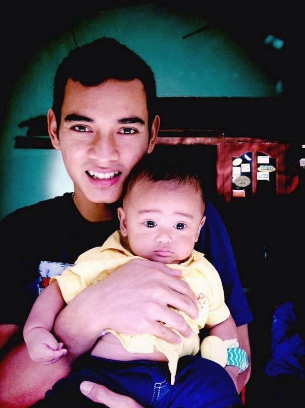 Ravi dengan keponakannya (: dede zafran #eaaaaaakk udah pantes punya anak sendiri.