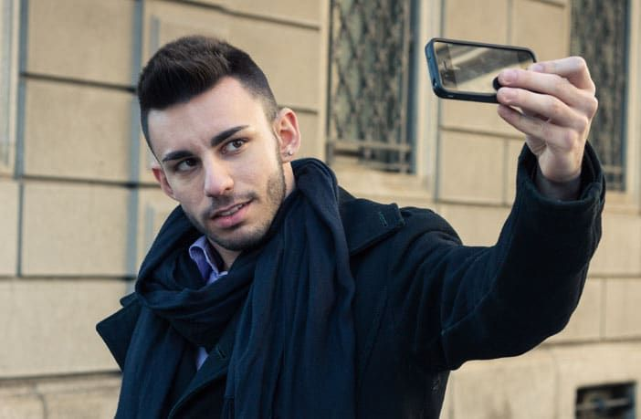"""People who are more narcissistic are more likely to be compulsive Facebook users, suggests a new study published in the scientific journal PLOS One. """"Curre ..."""