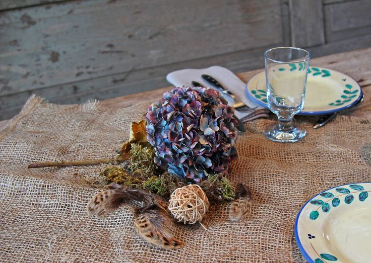 Hortensien verwandeln mit ihren intensiven Farben den sommerlichen Garten in ein Blütenmeer. Leider verlieren die Blüten beim normalen Trocknen häufig viel ihrer Farbe und werden brüchig. Mit einem kleinen Trick bleibt viel der Farbe erhalten und die Blütenblätter bleiben geschmeidig.