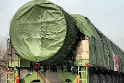 Китай разместил межконтинентальные ракеты около границы с Россией       Китай разместил межконтинентальные баллистические ракеты Dongfeng-41 в граничащей с Россией северо-восточной провинции Хэйлунцзян, сообщает газета Global Times. Дальность полета DF-41 может составлять до 14 тысяч километров, предполагается, что ракета способна нести от 10 до 12 боеголовок.