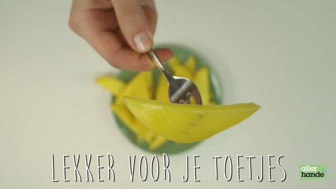 Kijk wat een handige video op Allerhande! Onrijpe mango zoet maken