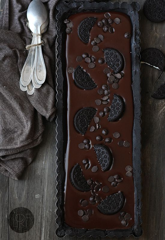 Dark Chocolate Tart with Oreo Crust {Tarta de chocolate y oreo} Spanish. #chocolate #tart #recipe