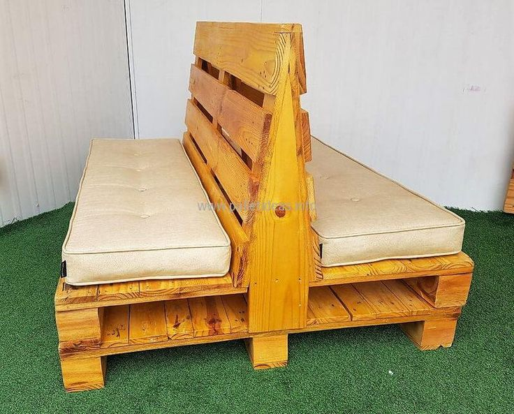 This refurbished wood pallet double side seat idea is amazing for your office where your one compact furniture item is accommodating four persons. The two seats are offered sharing the same back to let this idea work. The artistic skills are applied to exhibit your aesthetic sense in true manner here.