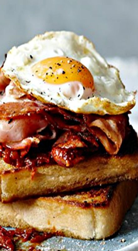 Perfect Bacon and Egg Sandwich