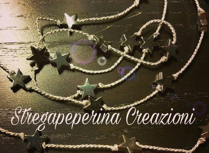 collana con perle- stelle di metallo montata su filo d'argento pezzo unico