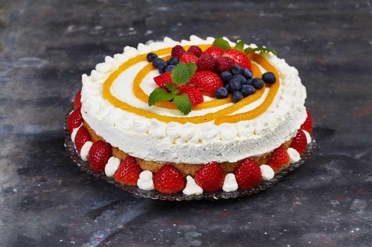 Oppskrift på bløtkake som sikrer seieren både i Sotsji og hjemme. Oppskriften er innsendt av Tove Holter, og ble valgt ut som en av finalistene i kakekonkurransen til vinter-OL i Sotsji. Fersken, bær og stivpisket krem gjør denne kaken til en fest.