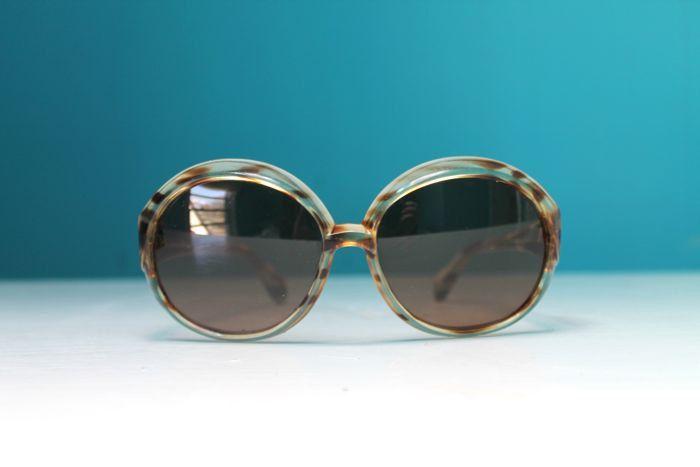 vintage 1970s sunglasses - TORTOISESHELL oversized glasses by MsTips on Etsy https://www.etsy.com/listing/230292904/vintage-1970s-sunglasses-tortoiseshell