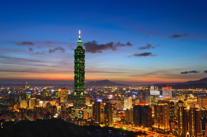 Taipei Layover Tour: Private City Sightseeing with Round-Trip Airport Transport 			See the best of the Taipei on a private layover tour, with round-trip transport from Taiwan Taoyuan International Airport! The Airport is approximately 24.5 miles (40 km) from Taipei city downtown, making for an easy-to-do layover tour! This customizable half-day tour is ideal for business travelers and short-term visitors – specifically designed for those with limited time to spend sightseeing ...