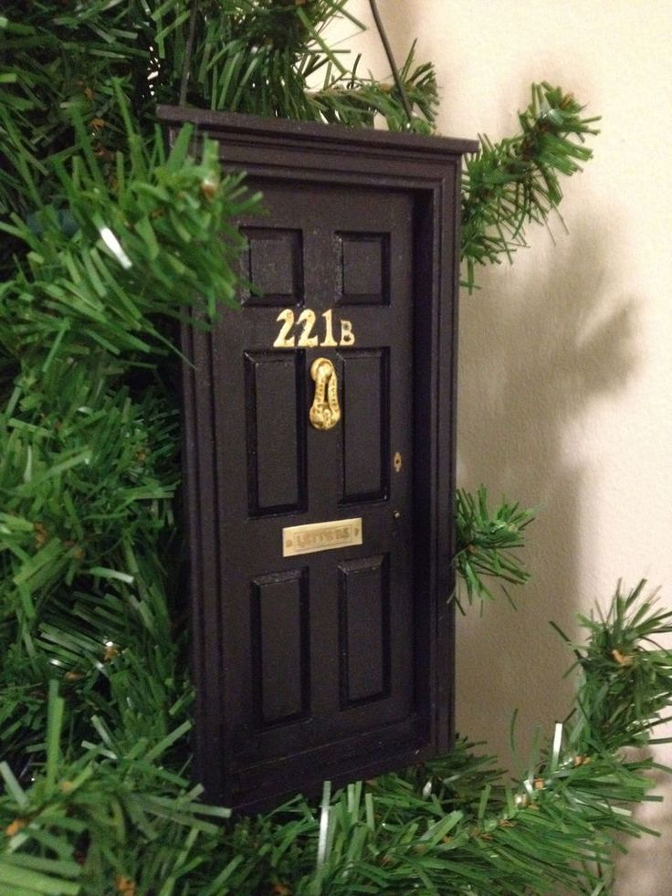 221B door ornament! A glob of nerd with a smattering of intellect! I'm not sure I'd make this one, but, gosh, I'm glad someone else did.