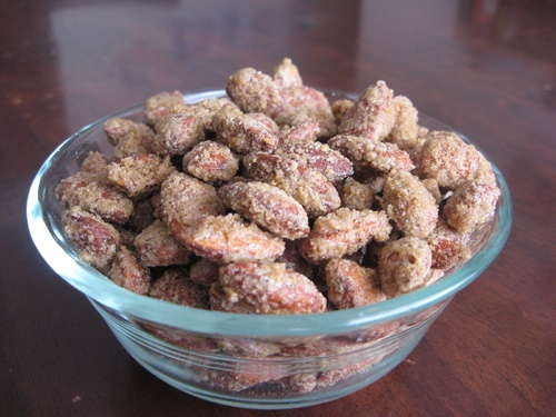 Cinnamon Roasted Almonds (might have to try this with pecans - Christmas treats?)