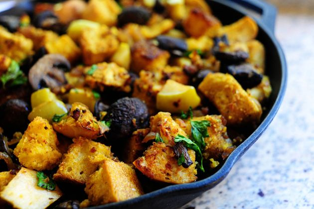 Pioneer Woman -- Cornbread and sausage stuffing with mushrooms and apples