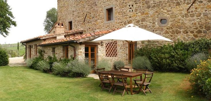 Chianti Villas, Villas in Tuscany. Apartment with two bedrooms, a private garden area and a large shared pool with garden is well located in the Tuscany Chianti countryside near the village of Greve in Chianti between Florence and Siena. #Tuscany #Chianti #villas