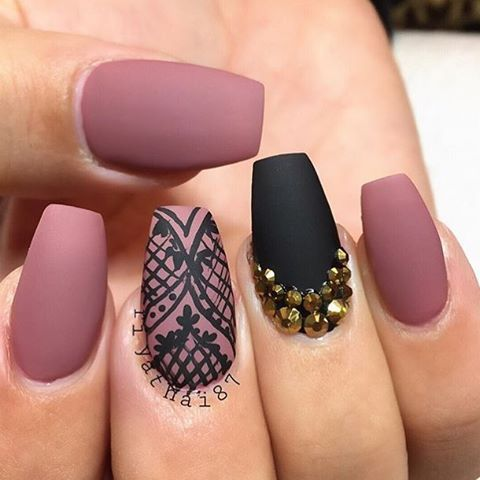 Perfect nails by @Riyathai87