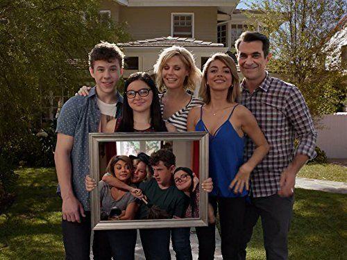 Still of Julie Bowen, Ty Burrell, Sarah Hyland, Ariel Winter and Nolan Gould in Modern Family (2009)