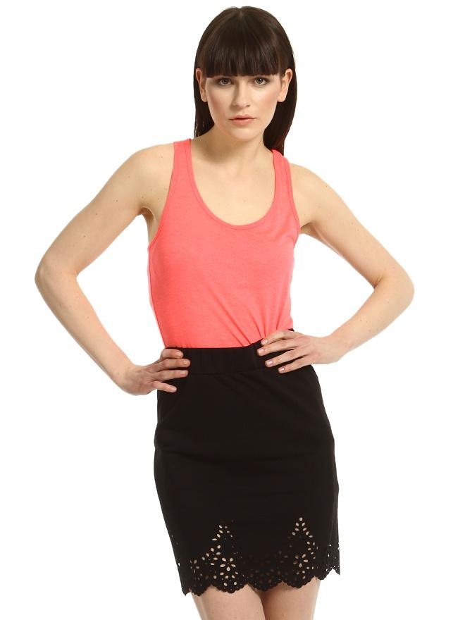 http://www.enmoda.com/product/vero-moda-cicek-islemeli-siyah-etek-10091906/