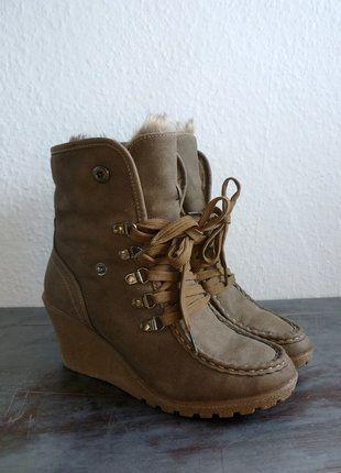 À vendre sur #vintedfrance ! http://www.vinted.fr/chaussures-femmes/bottes-and-bottines/25856419-boots-bottines-compensees-randonnee-montagne-inuit-fourrees-marron-taupe