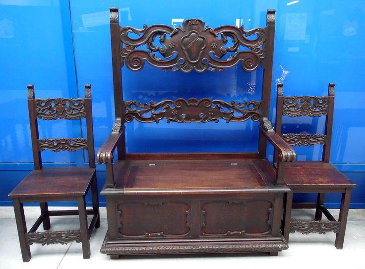 Cassapanca e coppia di sedie neorinascimentali in faggio fine '800