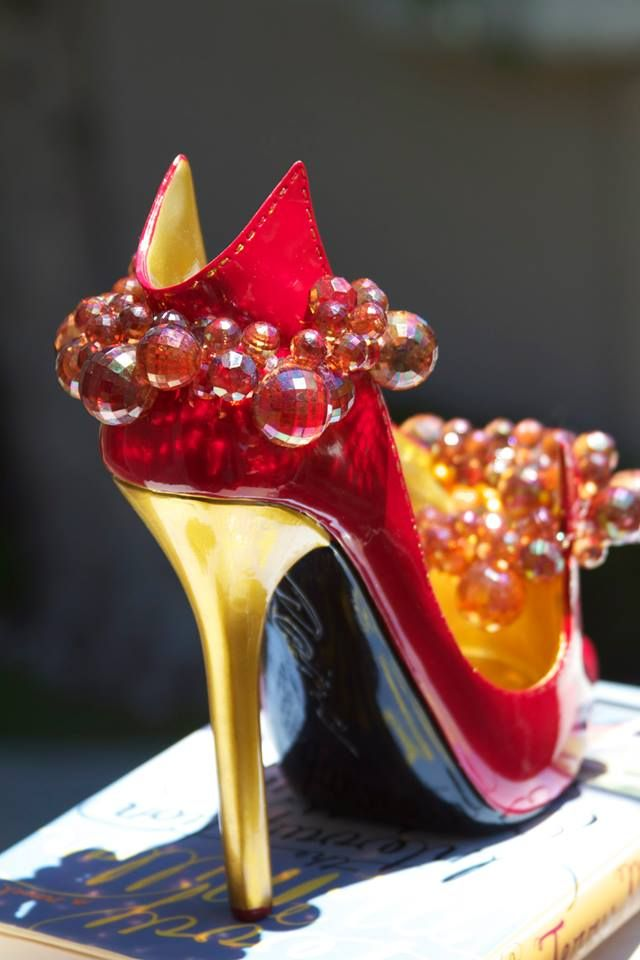 Summer Designer Inspired Collection: brilliant red with gold high heel shoe bottle/book holder with matching stopper $34.99 USD (TM)