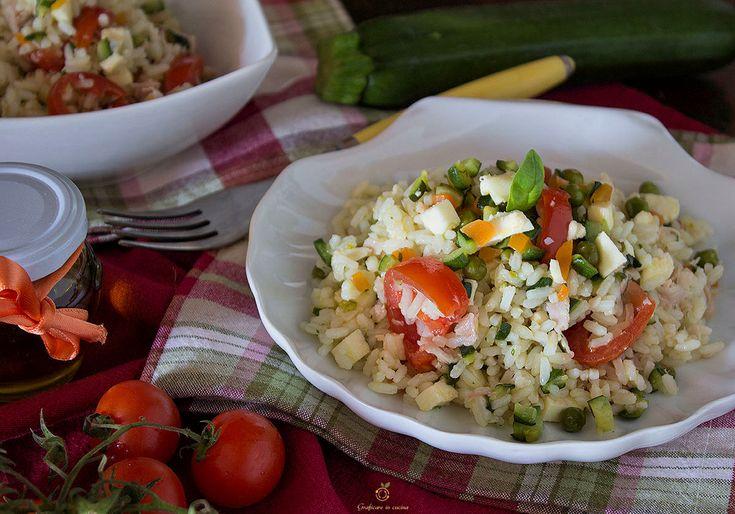 Insalata di riso fredda cotto e piselli