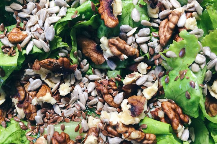 Seed and nuts lettuce salad