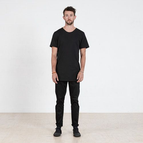Cotton Tall t-shirt in Black #dorsu #autumncollection #newcollection #menswear #fashion #basics #fashionessentials #cotton #ethicalfashion #tee #ethical #fair #wellmade #quality #comfort #black #minimal #modern #longsleeve #tshirt #winter17 #winter #aperfectday #perfectday #t-shirt #tshirt #simple #black #monochrome #tall #long #longtshirt