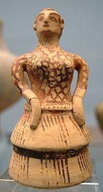 Un témoignage de l'influence minoenne en Grèce continentale à l'époque mycénienne: statuette de style crétois, vers 1400, retrouvée à Sparte, Staatliche Antikensammlungen de Munich.